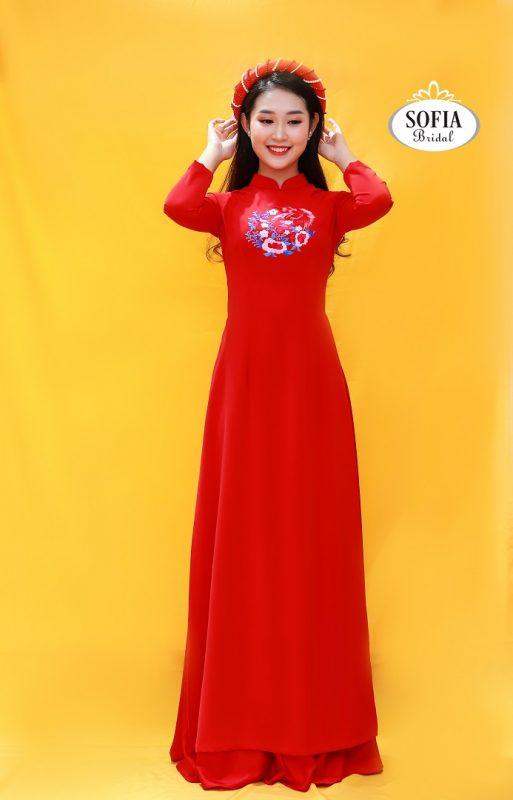 Áo dài tân nương màu đỏ đỏ