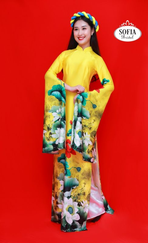 Áo dài cưới màu vàng tượng trưng cho sự trẻ trung và tràn đầy sức sống