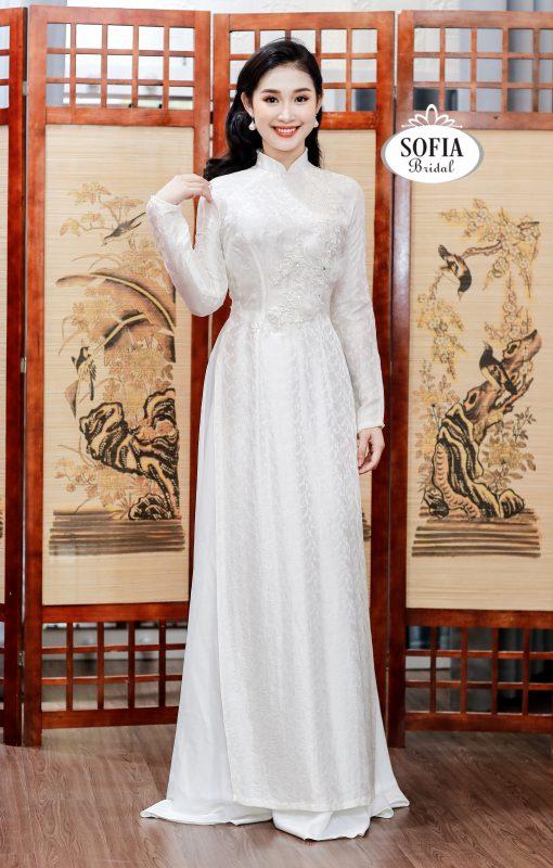 Áo dài màu trắng cách tân trẻ trung thanh lịch