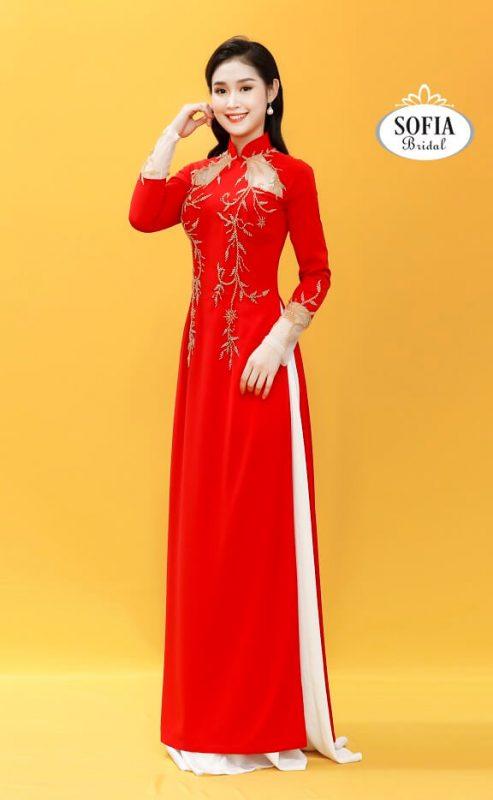 Áo dài cưới màu đỏ truyền thống