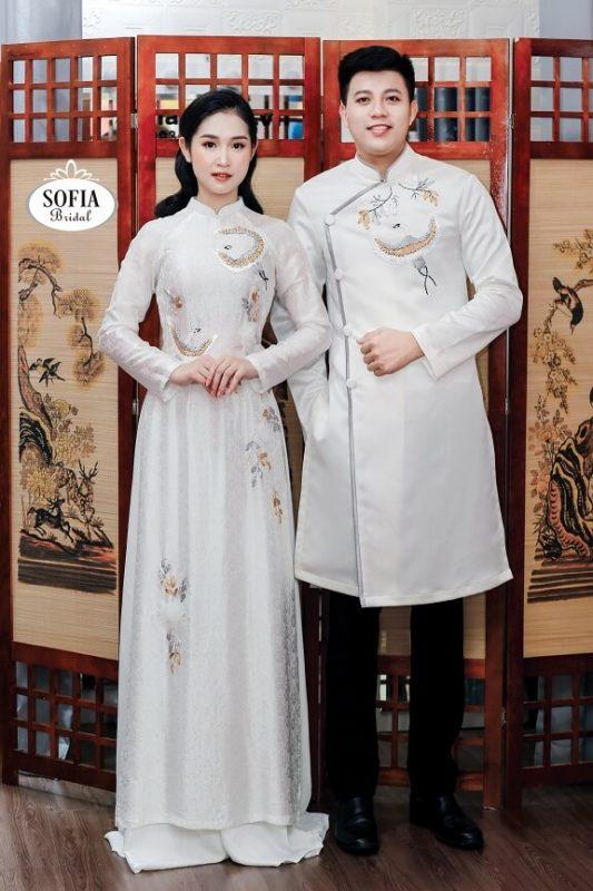 Áo dài cưới hỏi chất liệu lụa truyền thống